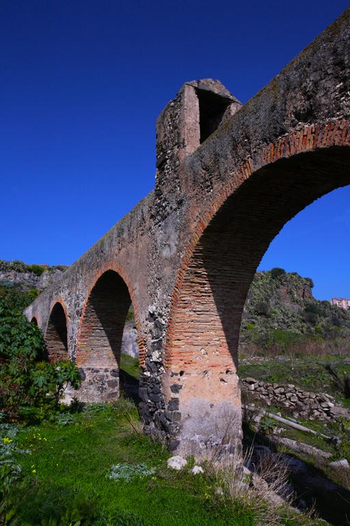 Adrano, Arcata dei Mulini. Foto Roberto Fichera